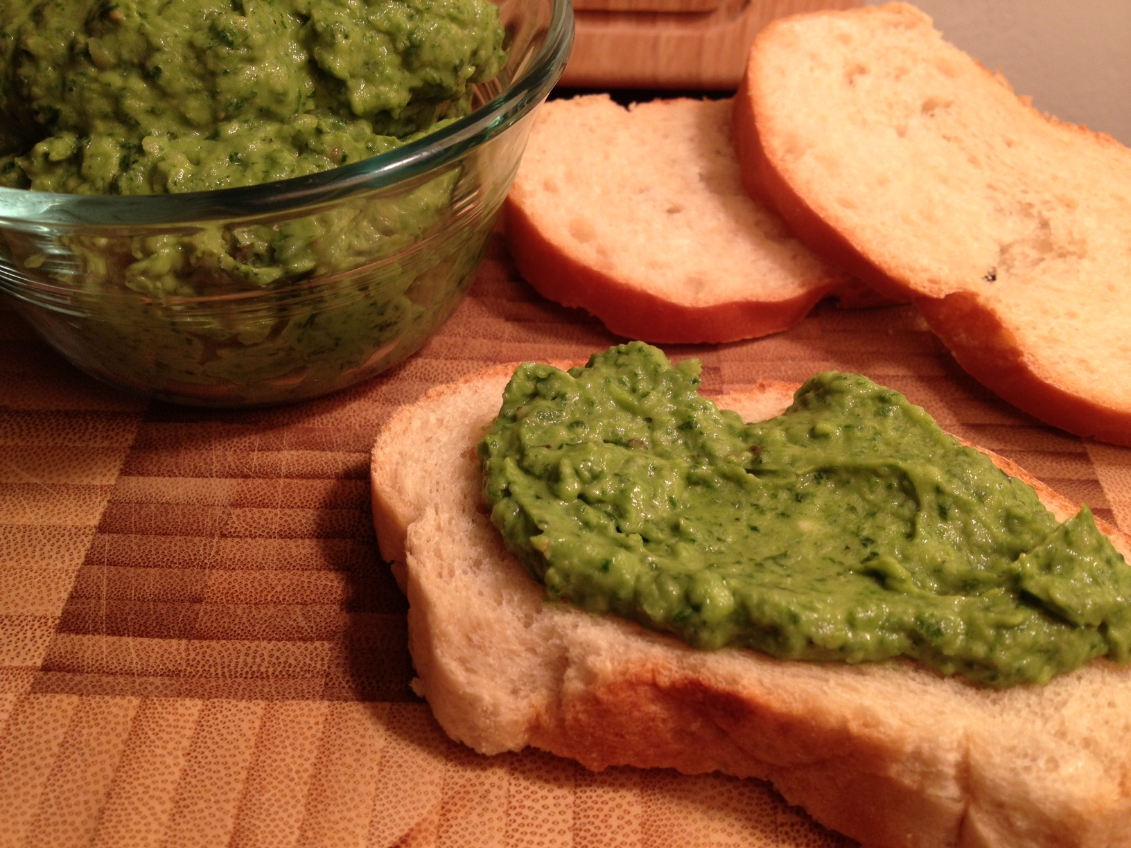 Spinach, Basil and Avocado Dip / http://sarasfavoritethings.wordpress ...