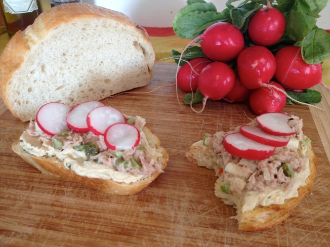 Tuna and Hummus Sandwiches / www.sarasfavoritethings.wordpress.com