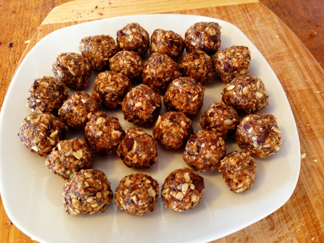 Almond Butter Oatmeal Balls / www.sarasfavoritethings.wordpress.com